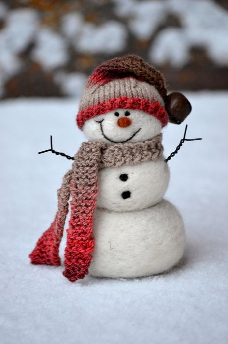 christmas snowman scarf hat smile snow
