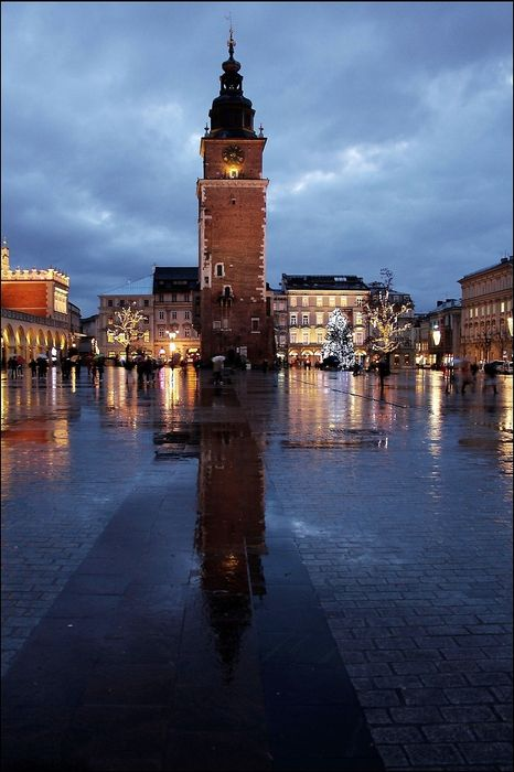 krakow central square lights
