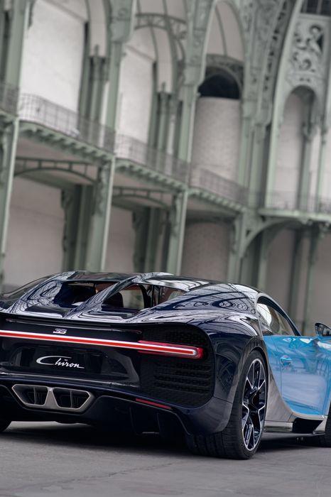bugatti chiron blue back