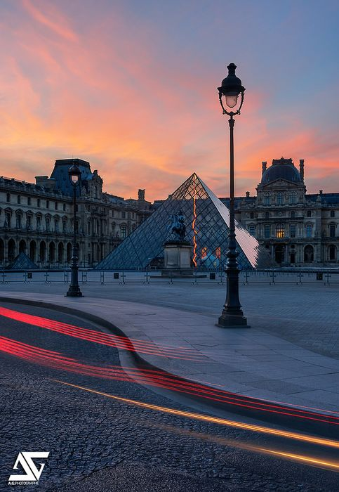 louvre pyramid sunset