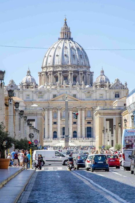 via della conciliazione rome italy saint peter square iphone7 retina