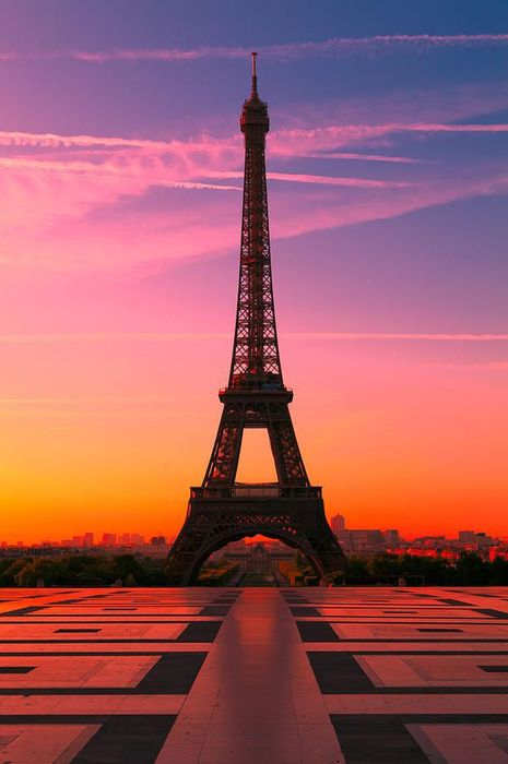 eiffel tower square sunset