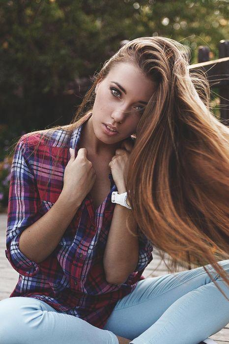 pretty girl jeans model
