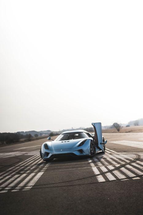 koenigsegg regera sportcar opendoor airstrip