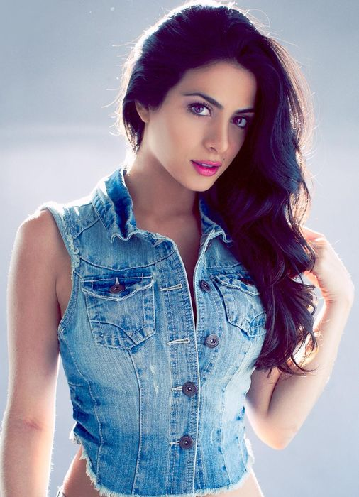 girl brunette emeraude toubia as isabelle lightwood