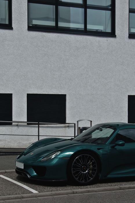 porsche 918 green sportcar street building