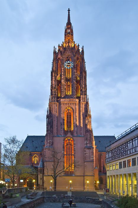 frankfurt dom abend church lights architecture