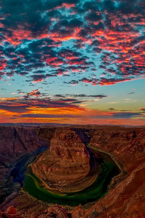 horseshoe bend glen canyon usa sunset