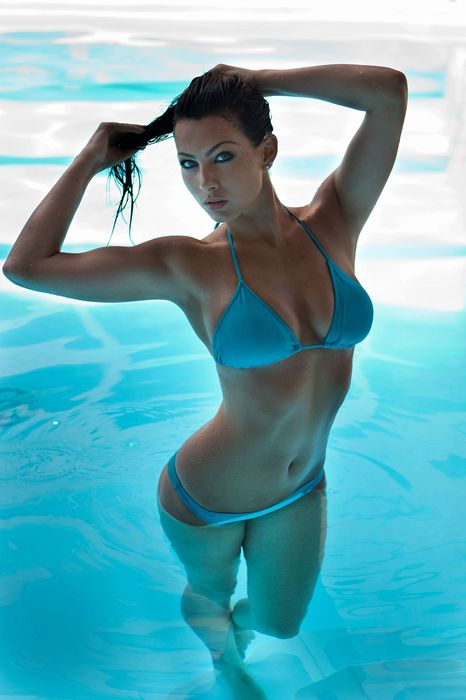 girl model blue swimsuit swimmingpool water