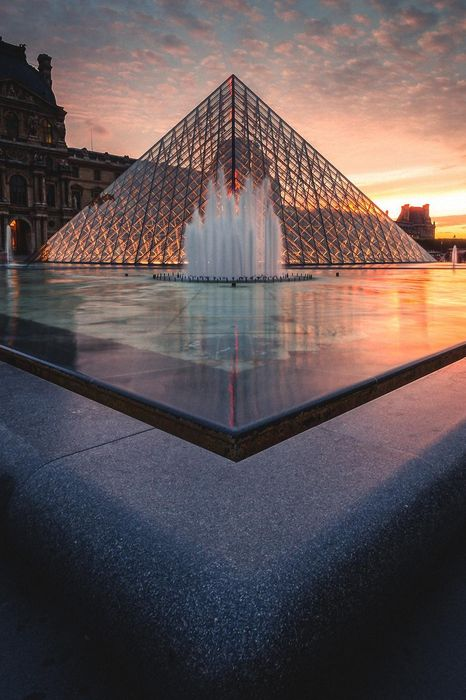 paris sunset glass pyramid louvre fountain france