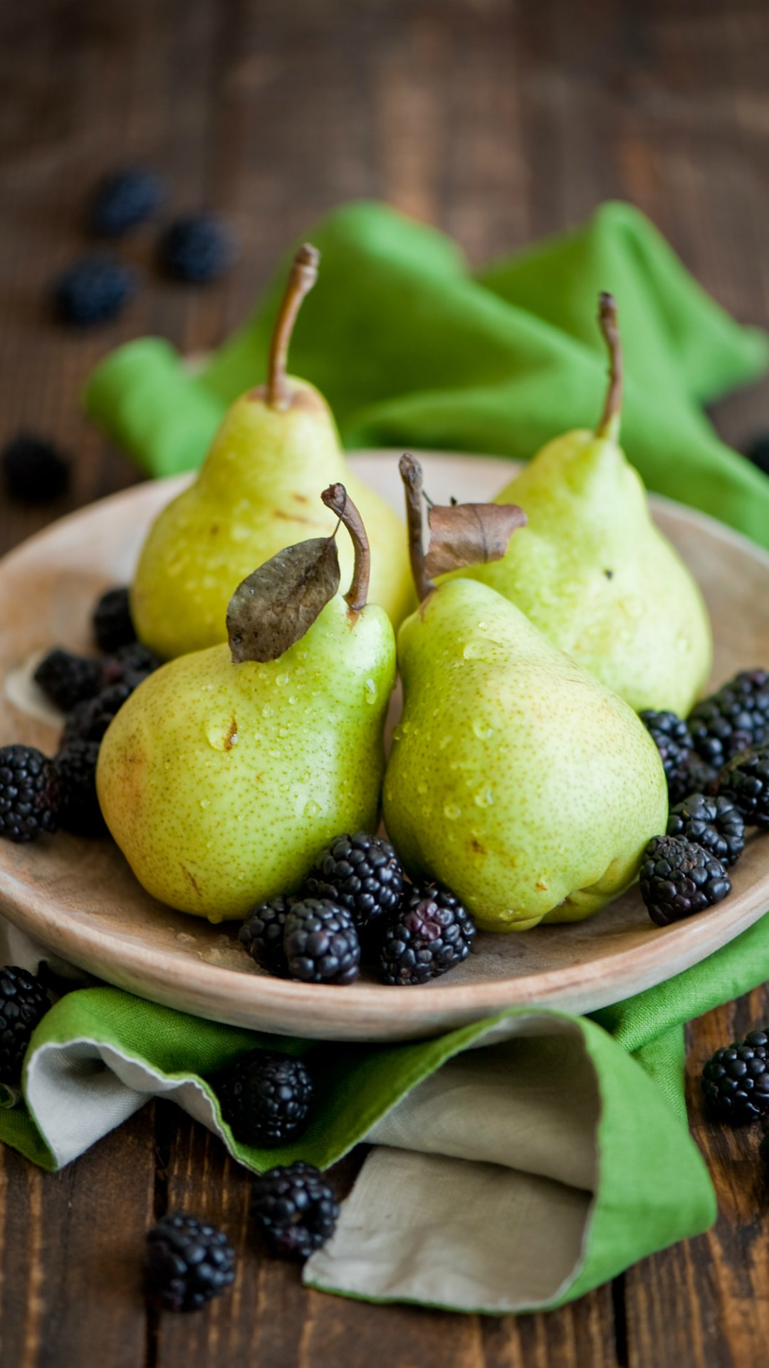 blackberries pear plate food 1080x1920
