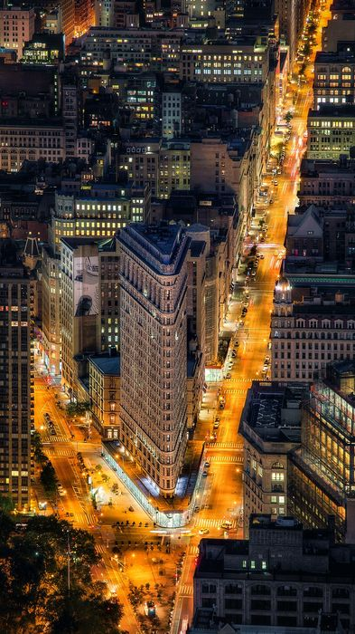 nyc flatiron building street lights 1080x1920