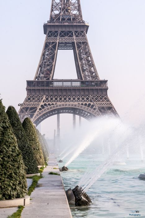 eiffel tower fountain