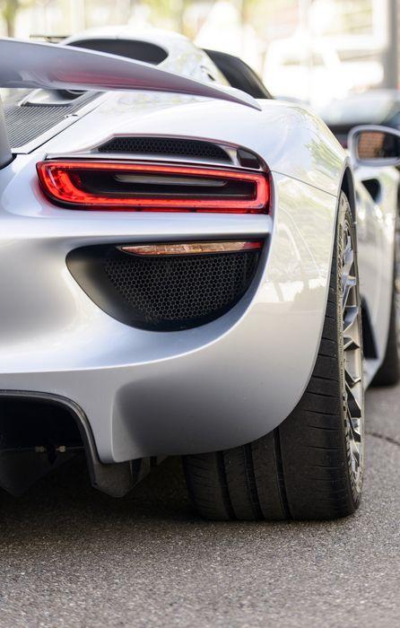 porsche 918 spyder sportcar white back retina