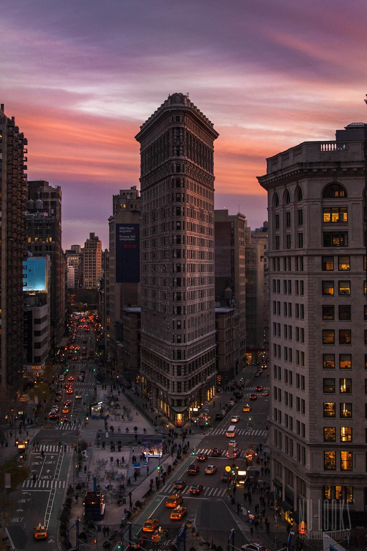 flatiron building sunset newyork street cars 1280x1920