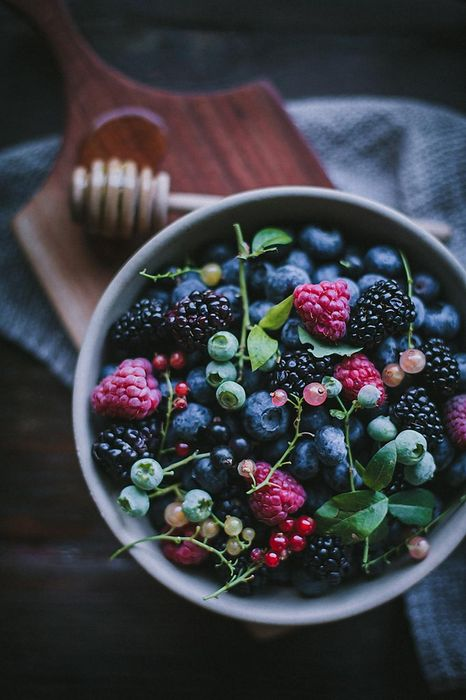 berries food table wallpaper