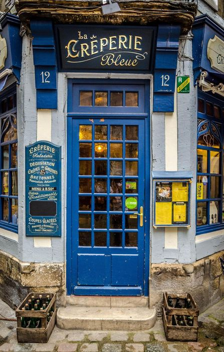 door blue atmosphere beer creperie bleue