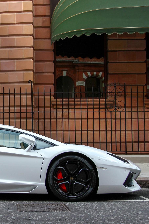 lamborghini aventador white street facade