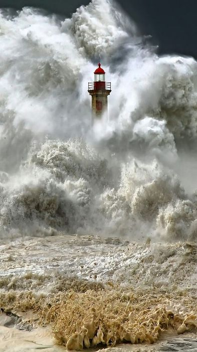 lighthouse storm wave