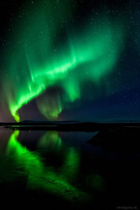 northern lights water green reflection