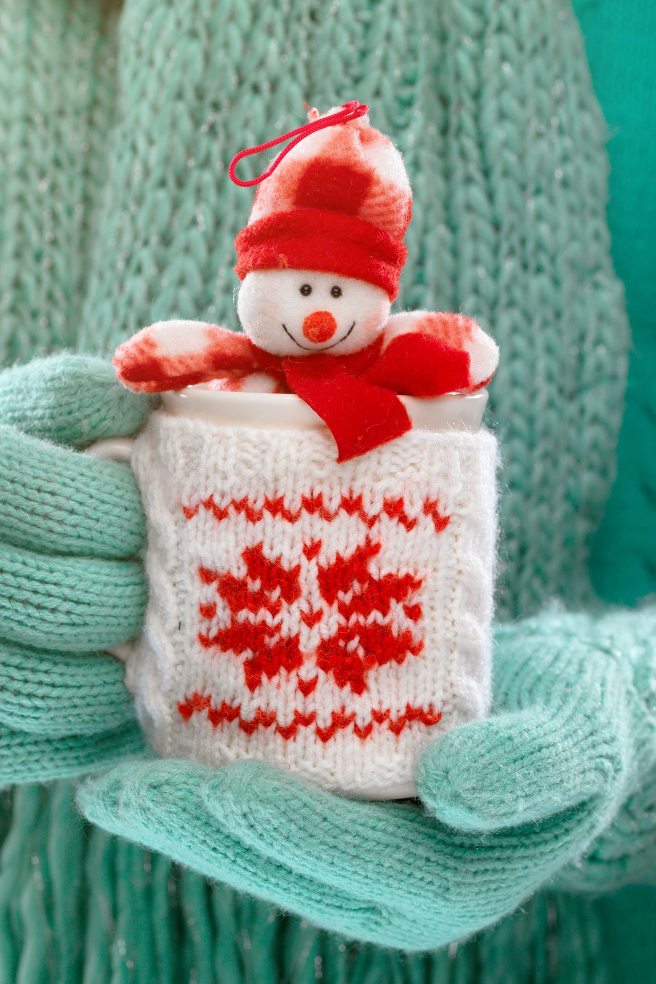 winter cup drink hands snowman 1280x1920