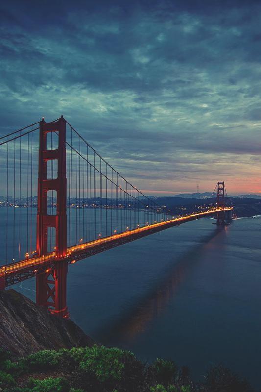 golden gate bridge night light