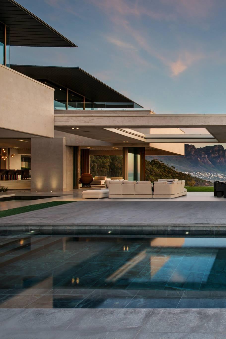 design luxury house swimming pool