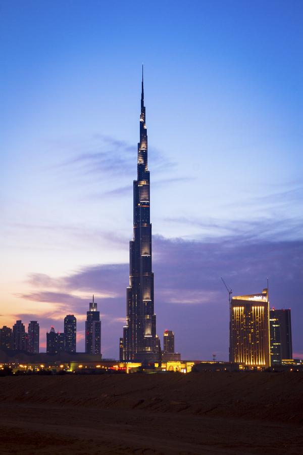 dubai burj khalifa night lights