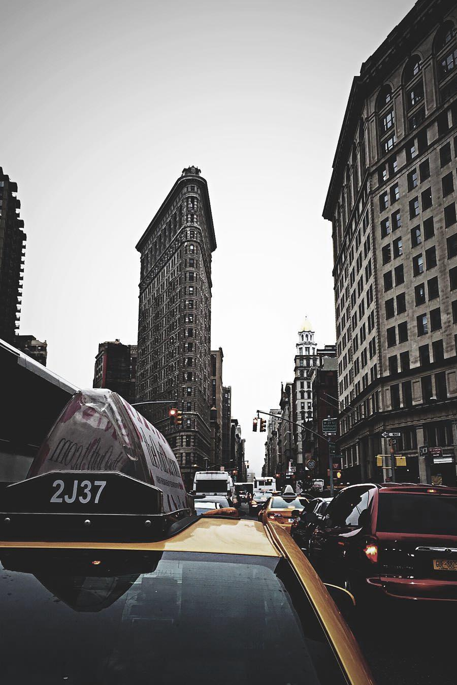 nyc taxi cars traffic city atmosphere house