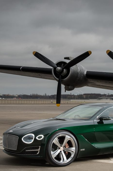bentley exp10 concept green plane