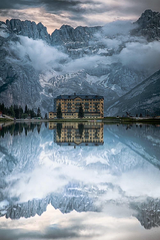 lake misurina italy hotel mountain reflection wallpaper