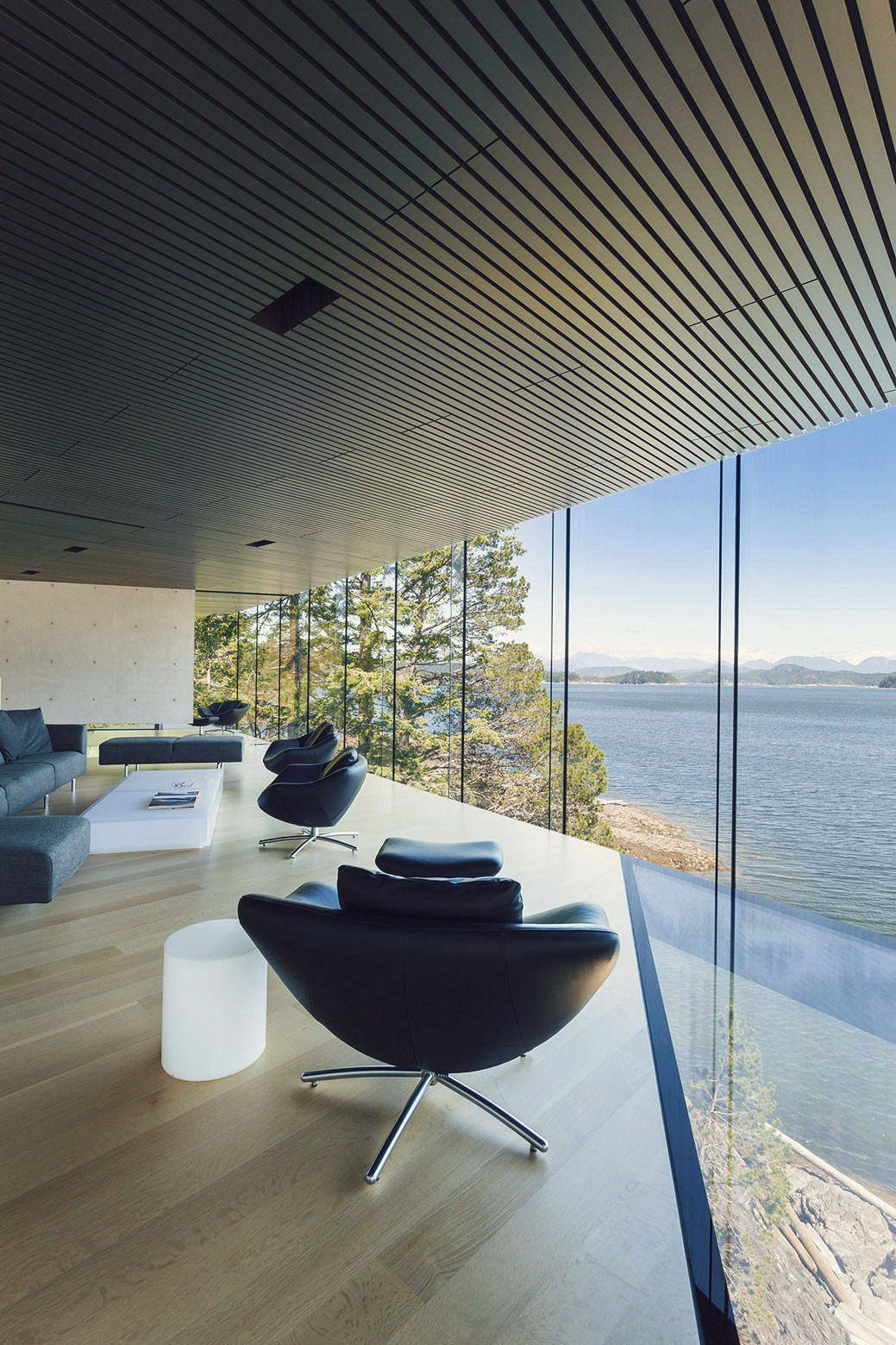 luxury house ocean design window