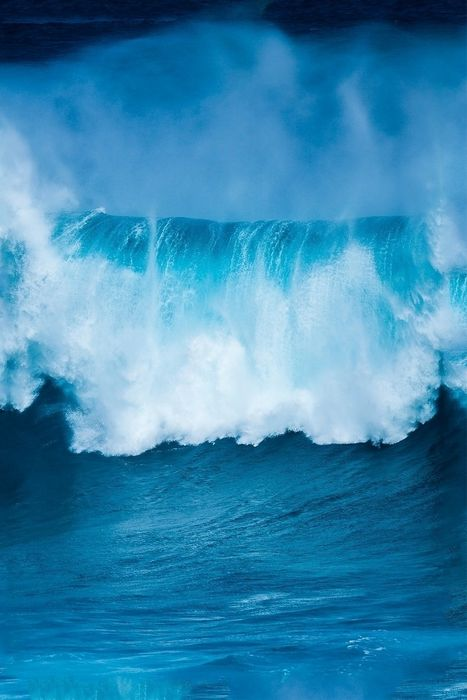 ocean huge wave