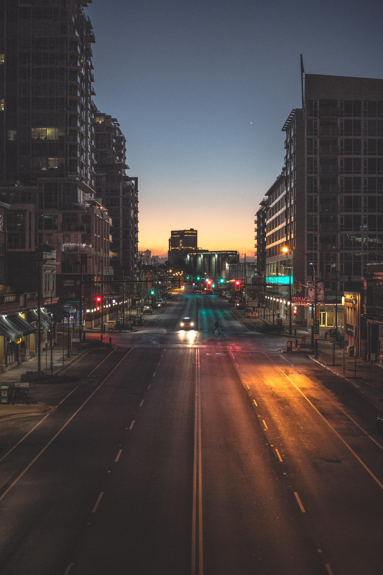 city night traffic road car 1280x1920