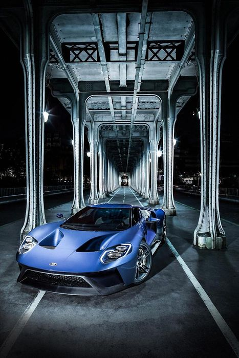 blue ford gt 2016 under bridge