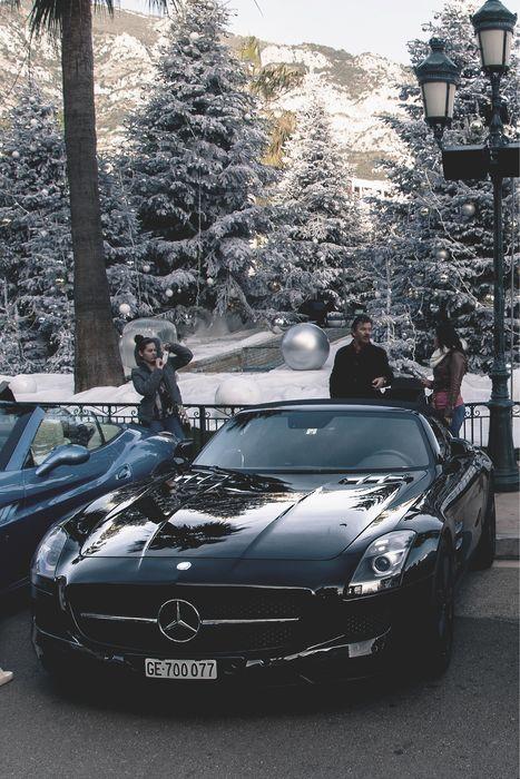 black car vs white car