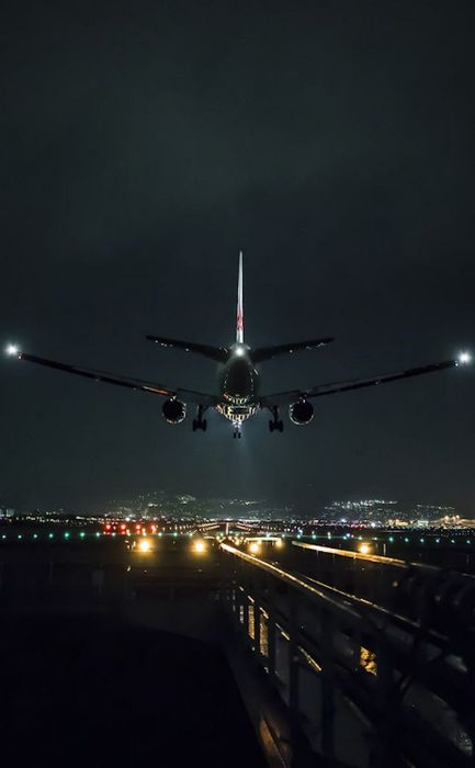 landing plane night airport