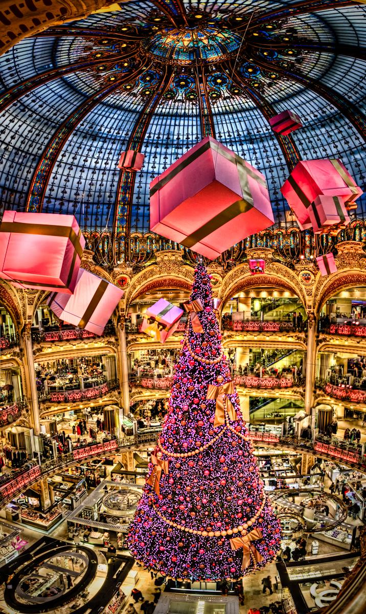 christmas shoppingmall christmastree presents lights