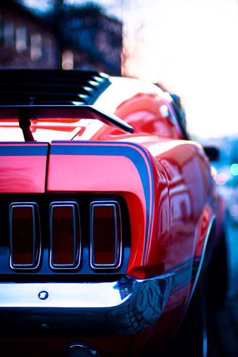 ford mustang red macro photo reflection