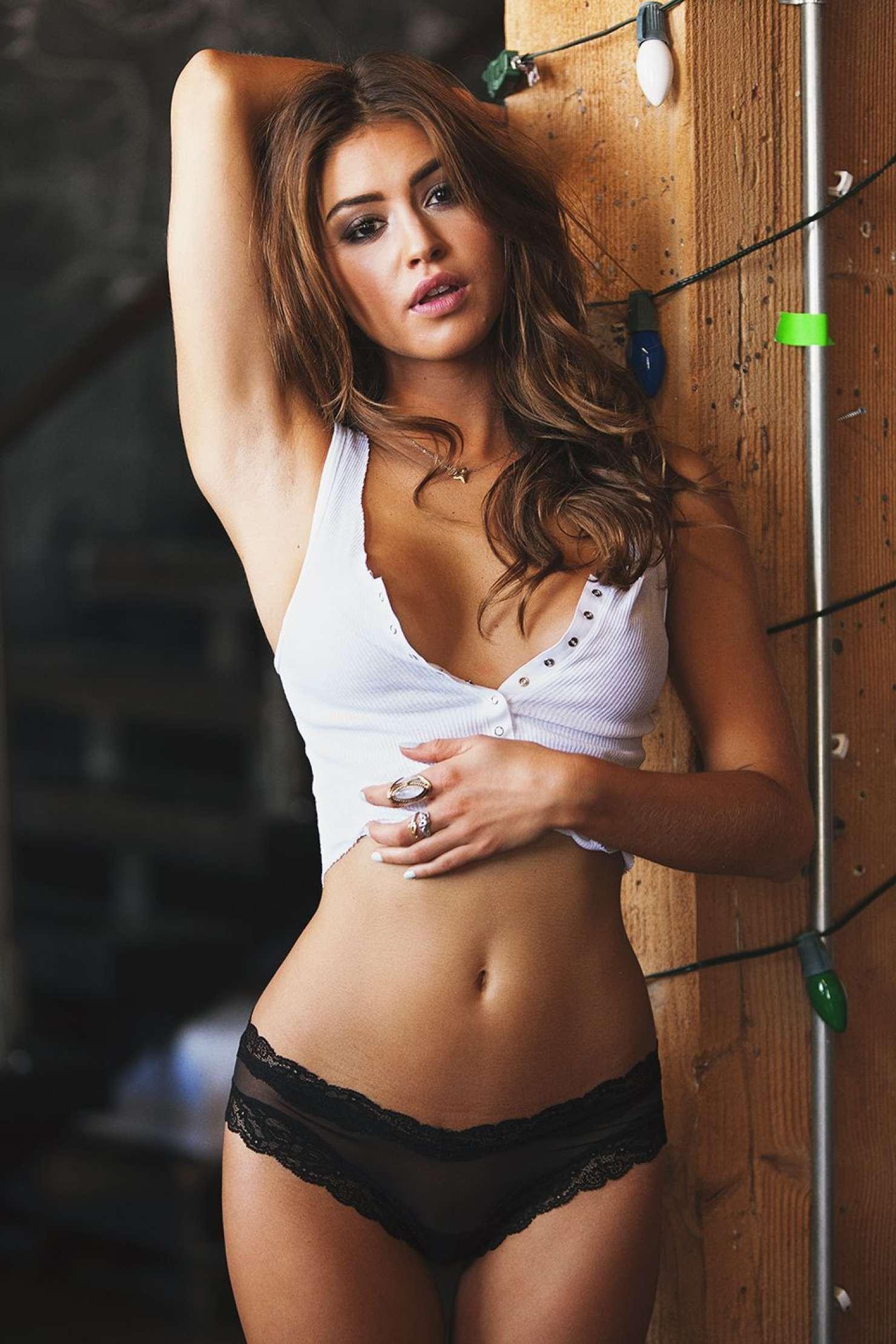 model jehane gigi pretty sexy attractive fashion hair adult lady portrait brunette
