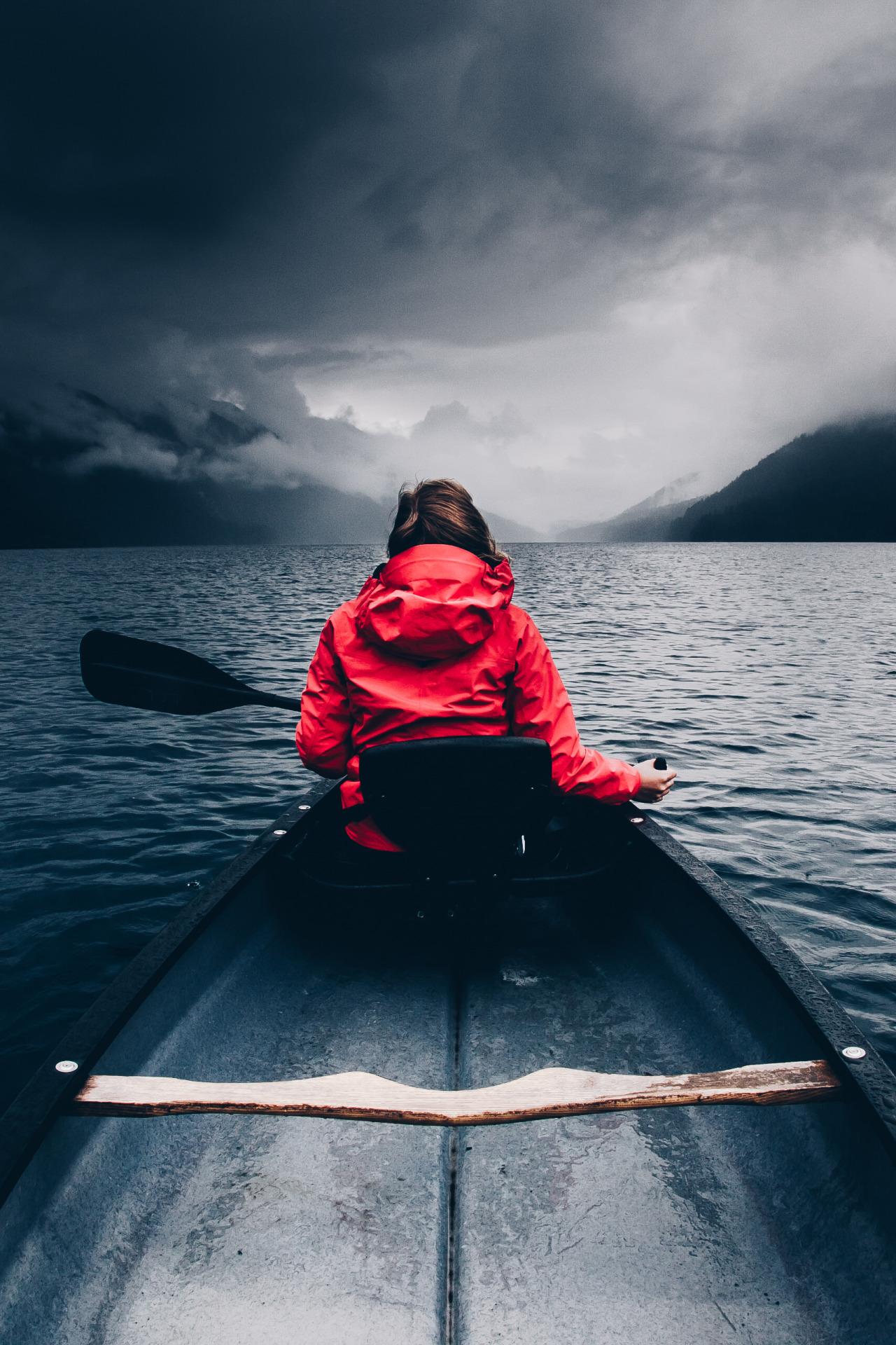paddle oar boat canoe kayak vessel small water sea ocean
