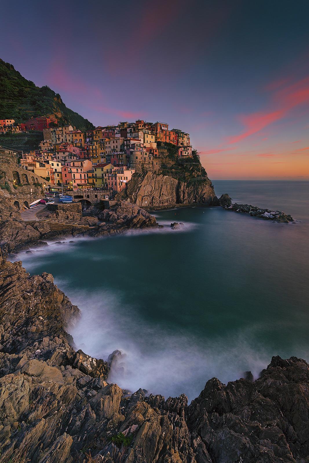 positano italy village houses colorful retina wallpaper