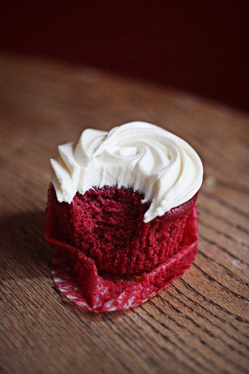 cream sweet chocolate cup food photo sugar berry vanilla cake creamy strawberry