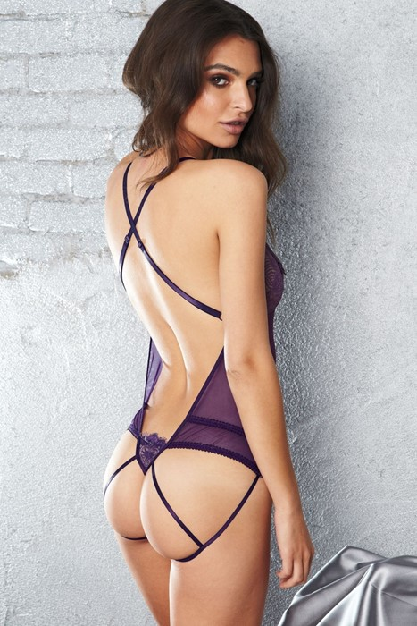 ratajkowski emily model girl lingerie violet sexy pretty wall