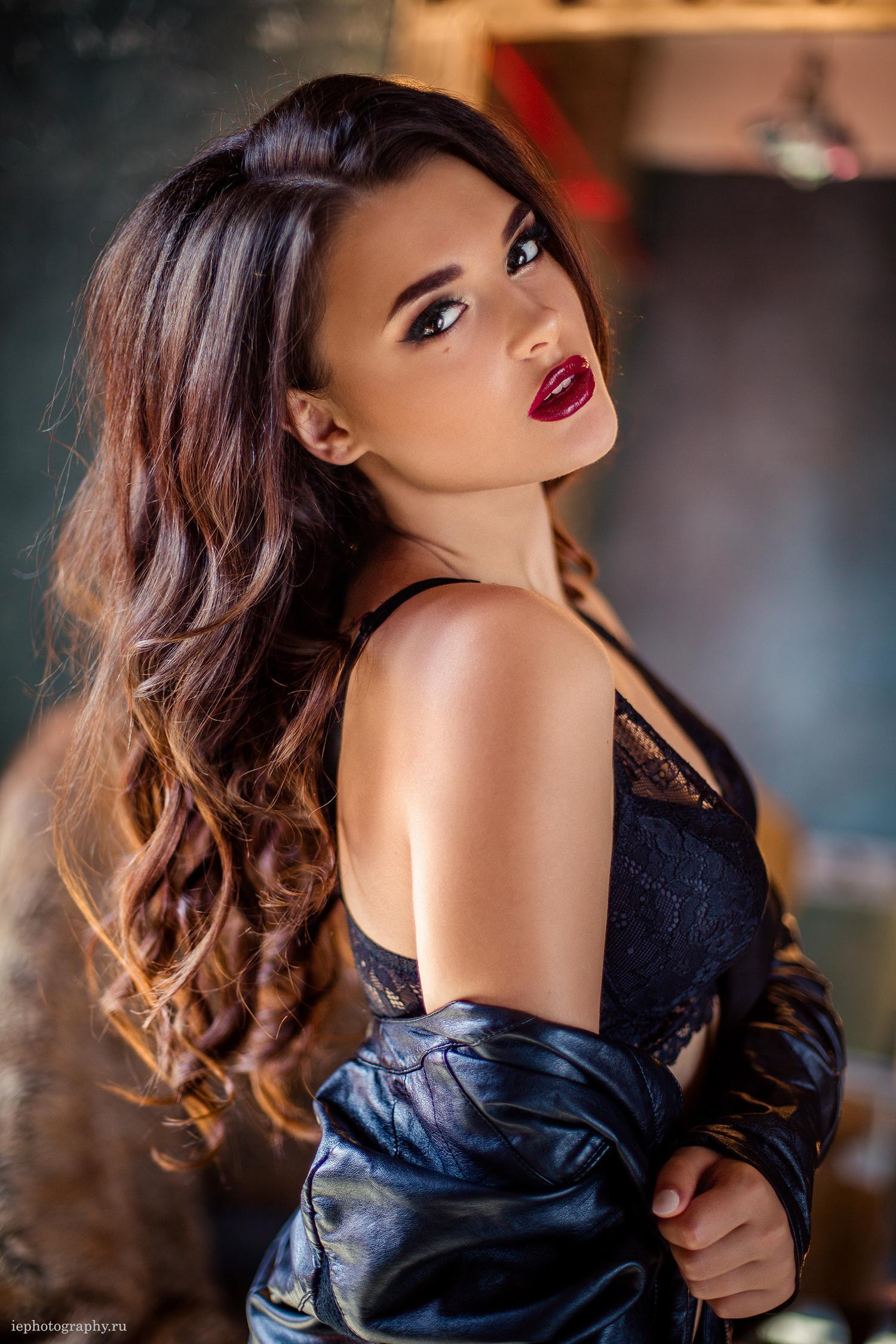 girl woman fashion sexy glamour pretty portrait model lips cute